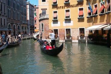 A piedi e in Gondola alla scoperta di Venezia