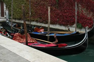 Passeggiata a Venezia giro in Gondola